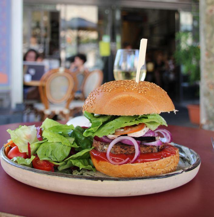 המבורגר קטניות של נוקטורנו (צילום: הגר חיימוב)