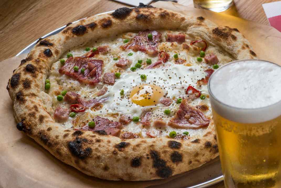 פיצה במסעדת פראטלי (צילום: דביר אלמוג)