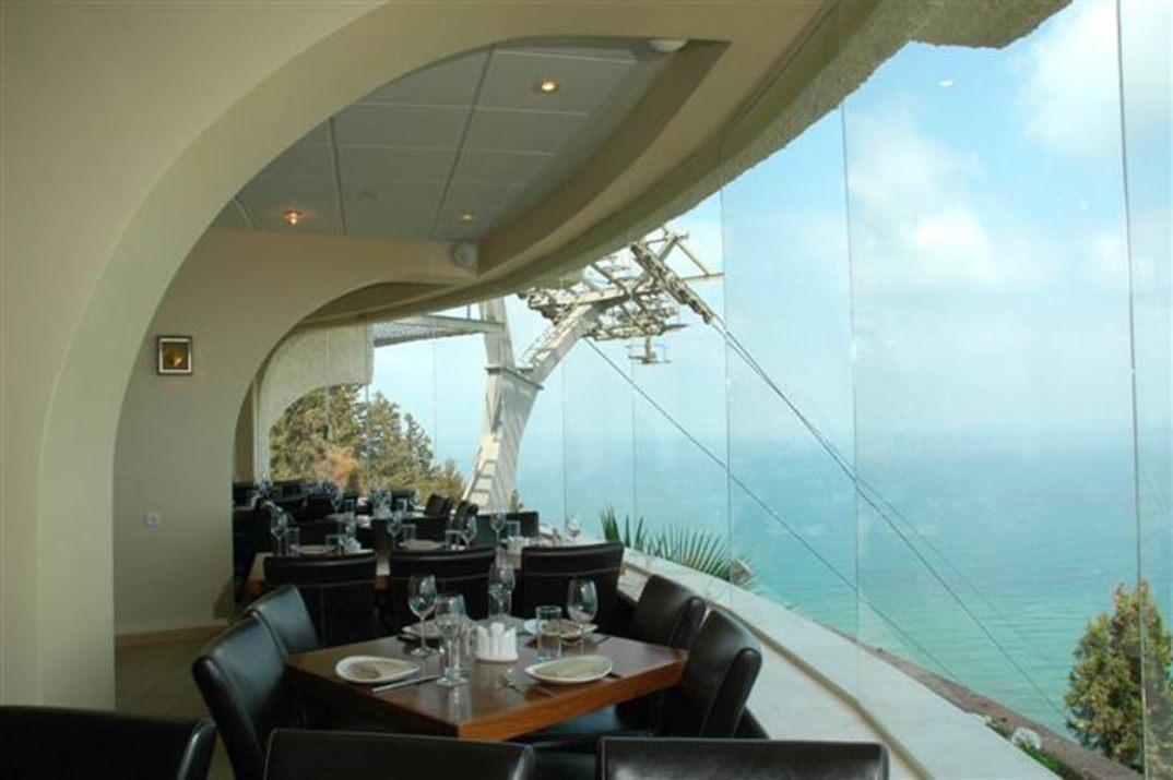 מסעדת גולדן קורל מול הים (צילום: באדיבות המקום)