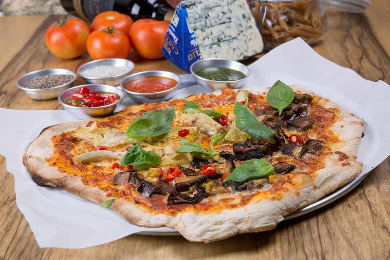 פיצה בנאפולי הקטנה תל אביב (צילום: עידן גור)