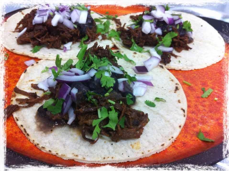 טאקו קון קרנה במסעדת מקסיקנה (צילום: באדיבות המקום)