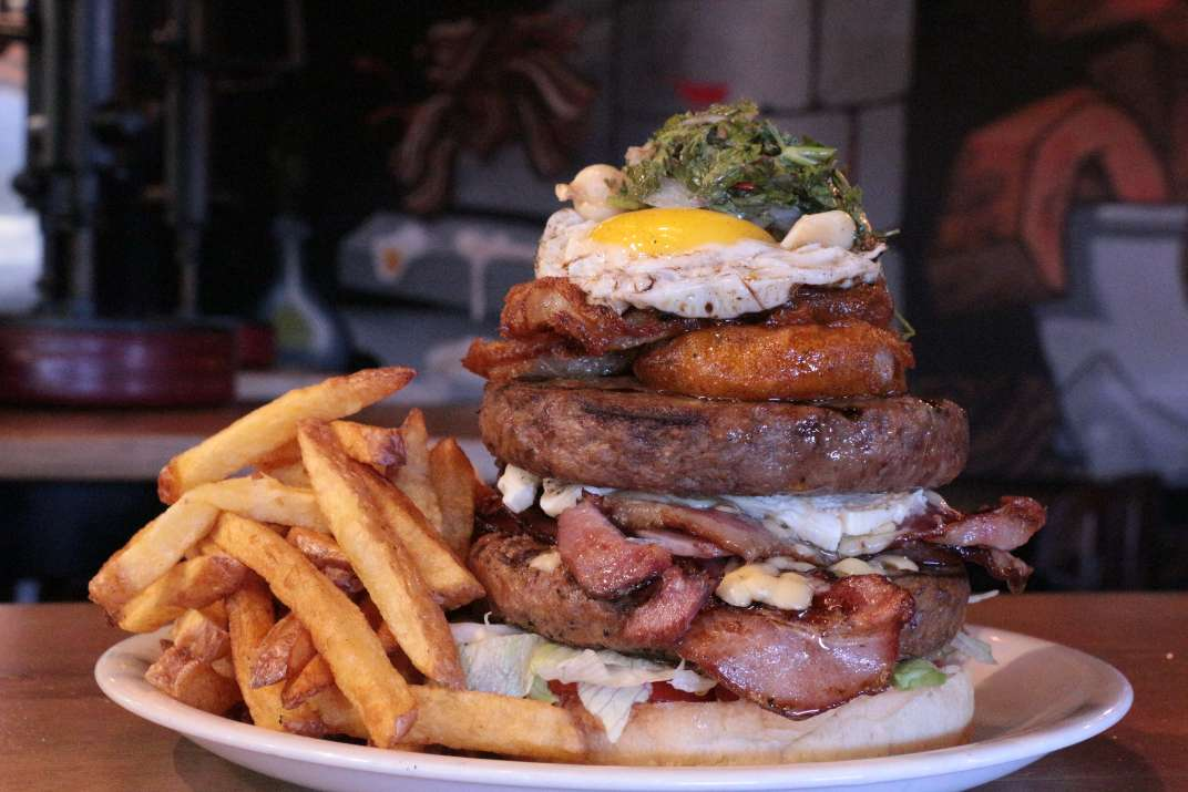 המבורגר של יומנגס (צילום: באדיבות המקום)