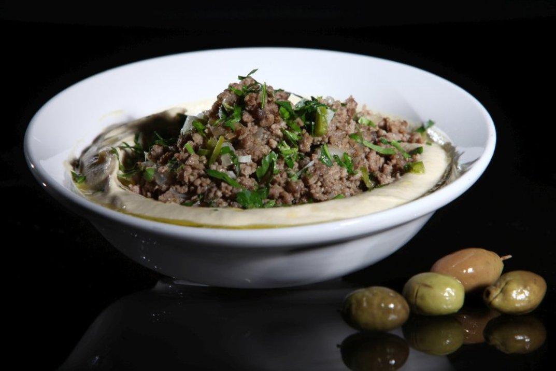 חומוס עם בשר של מסעדת אבו גוש (צילום: באדיבות המקום)