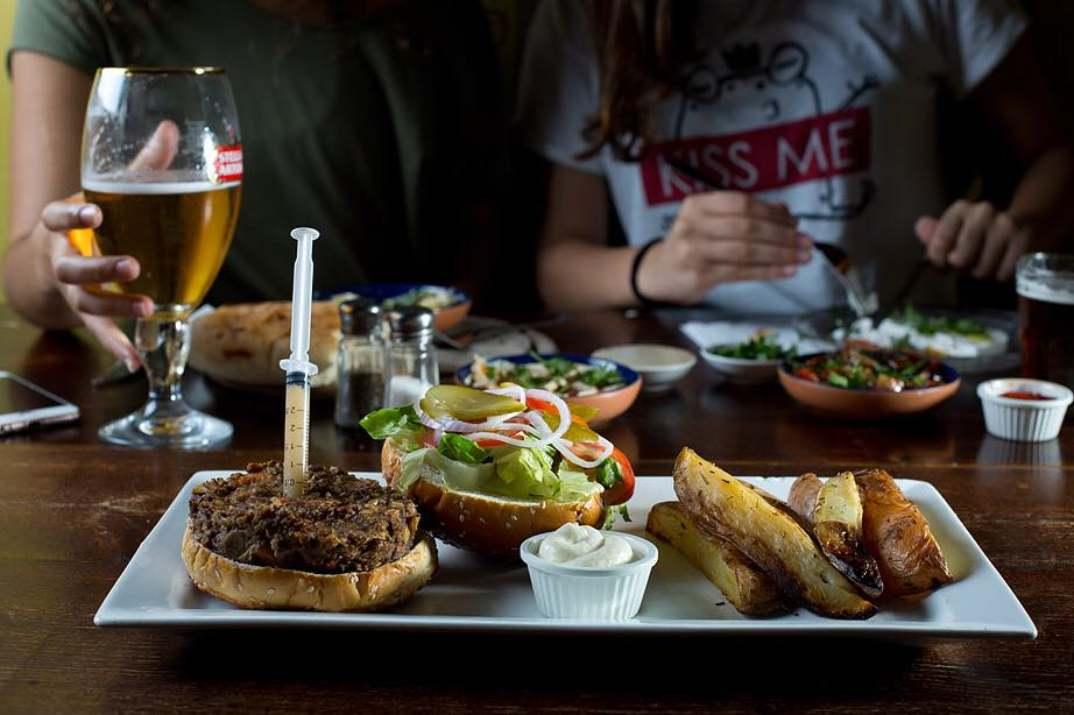 המבורגר ערמונים טבעוני בשאפל בר (צילום: דוד ששון)