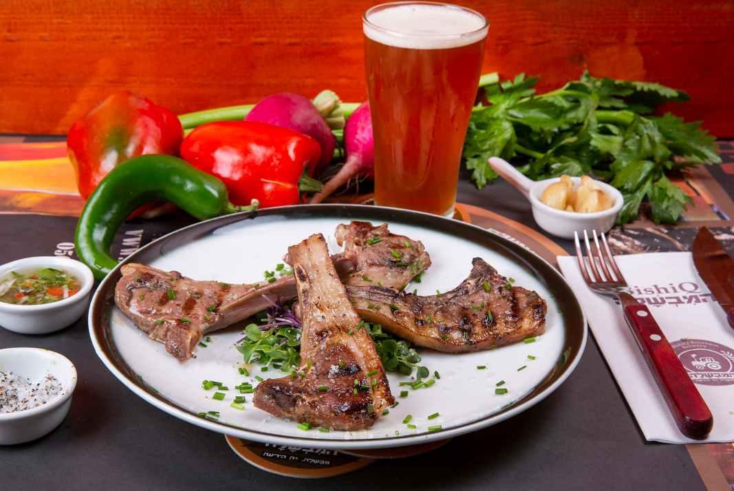 בשר ובירה בבישיקיו (צילום: עידן גור)