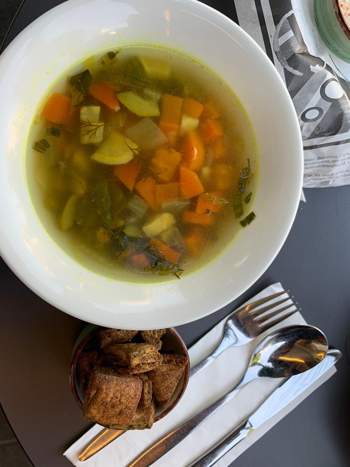 מרק ירקות טבעוני של קודארי (צילום: באדיבות קודארי)