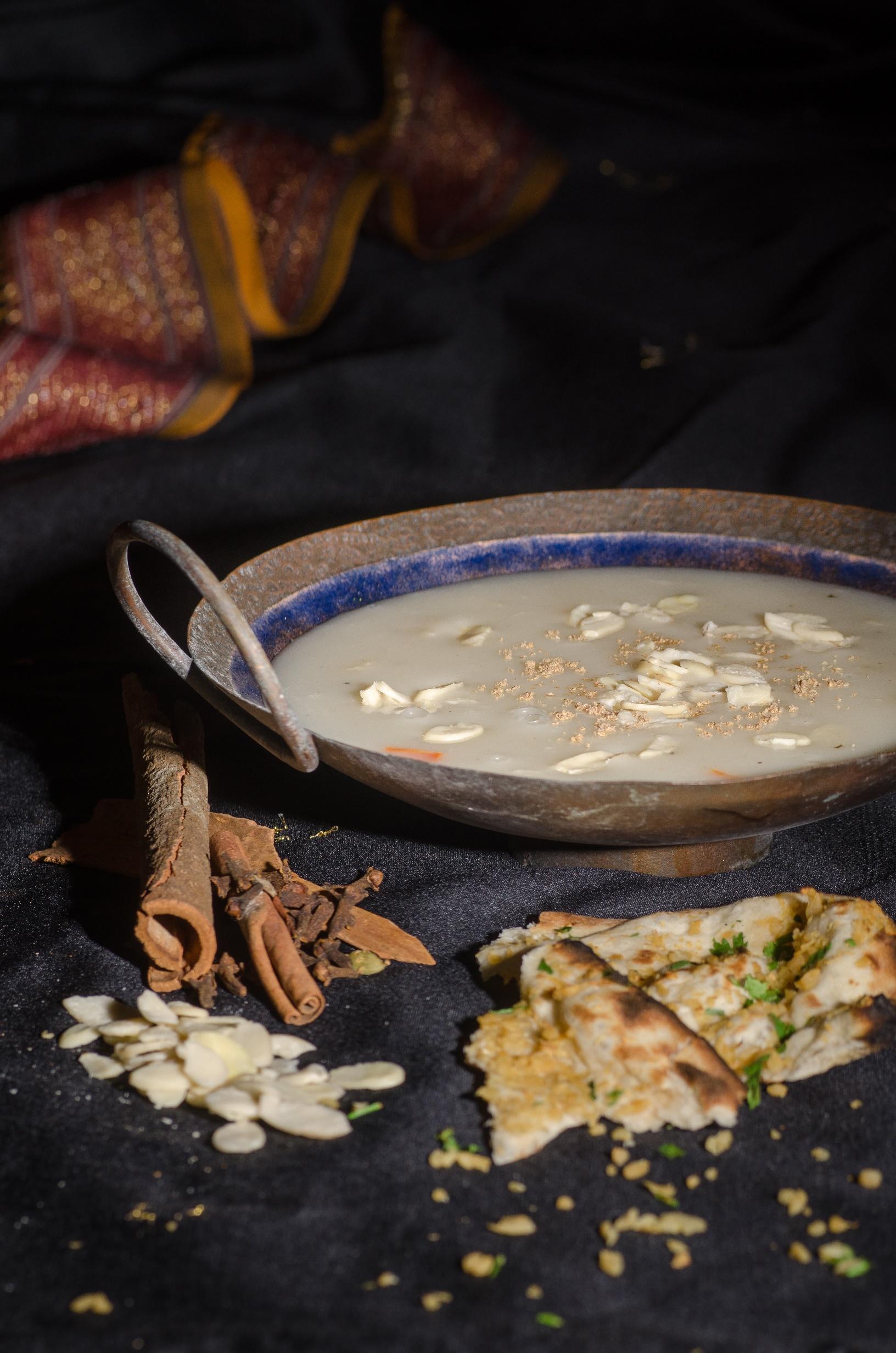 מרק שקדים עתיר תבלינים של טנדורי (צילום: יפית בשבקין)