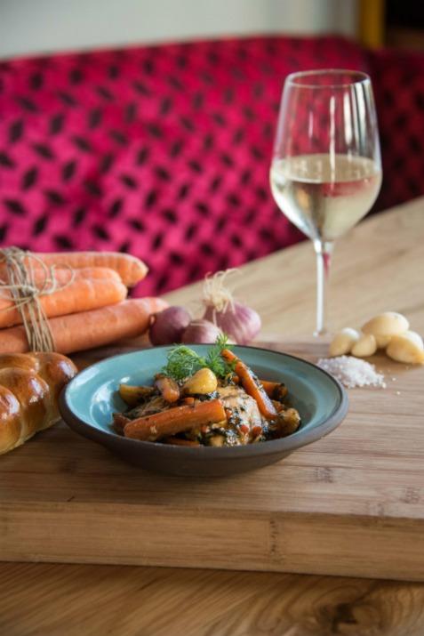 תבשיל ויין במסעדת אווה סאפי (צילום: באדיבות המקום)