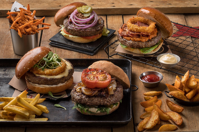 המבורגרים חובקי עולם של רשת מוזס (צילום: חיים יוסף)