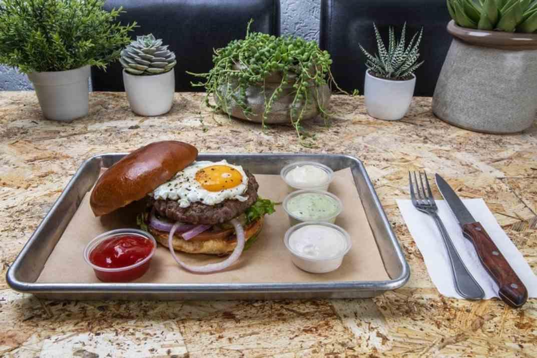 המבורגר של בורגר סטורי (צילום: באדיבות המקום)