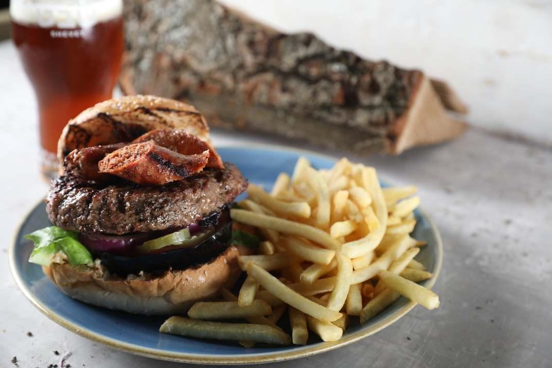 המבורגר של המייסדים 16 זכרון יעקב (צילום: גלעד הר שלג)