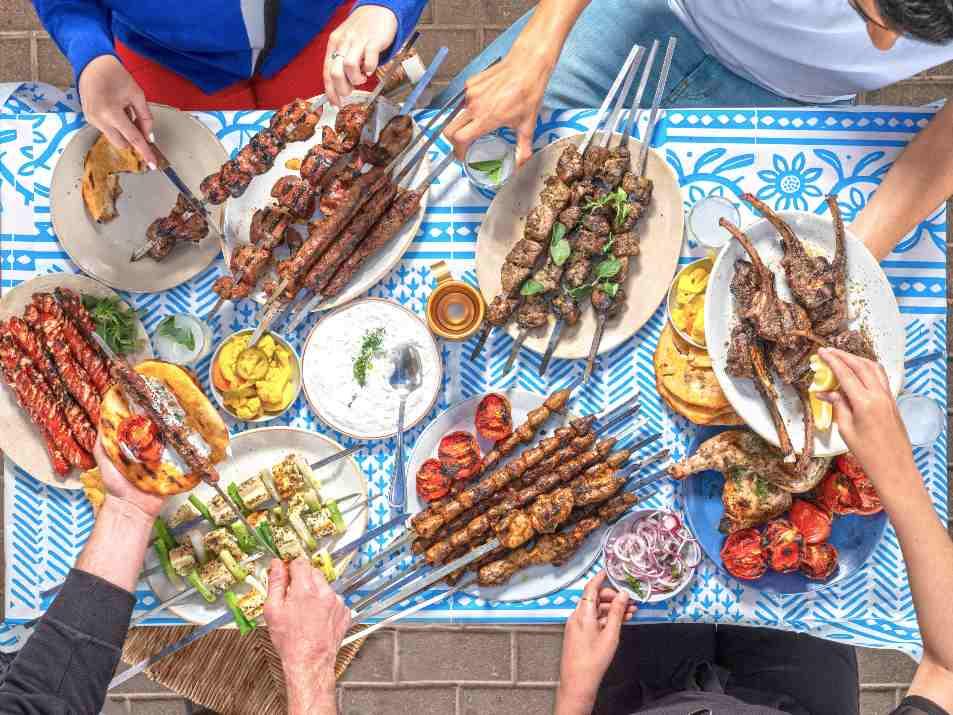 מגוון שיפודים בסגנון יווני במסעדת גרקו (צילום: אנטולי מיכאלו)