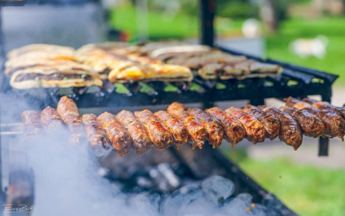 הקבבים של שירת הבשר (צילום: ארז ביטון)