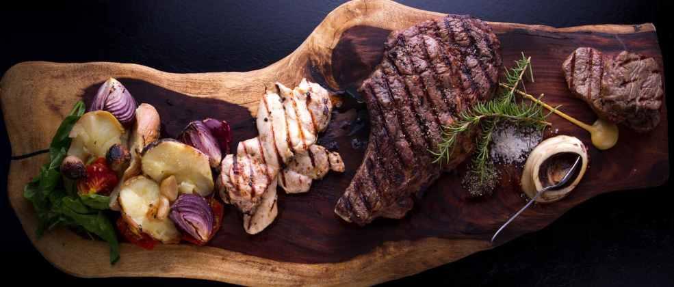 פלטת בשר במסעדת מדיטה ירושלים (צילום: אסף קרלה)