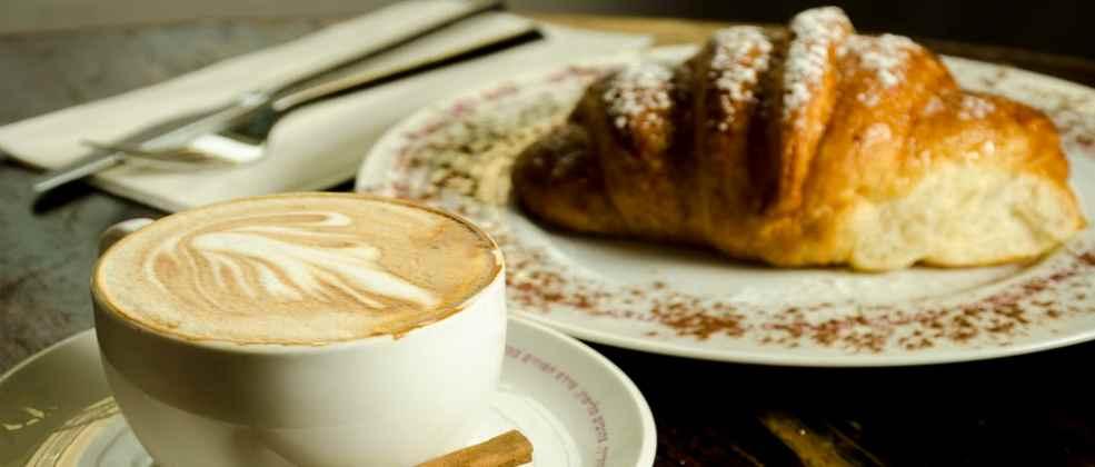 קפה ומאפה בבית הקפה תמול שלשום (צילום: באדיבות המקום)