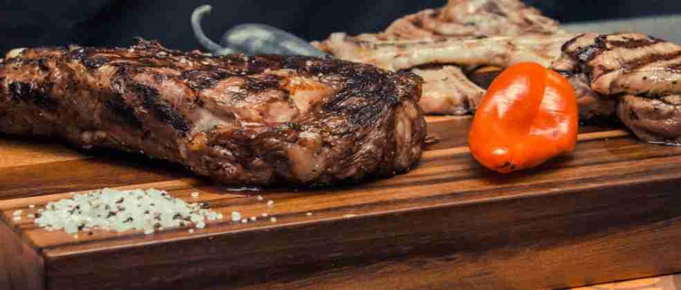 נתחי בשר במסעדת בישיקיו (צילום: באדיבות המקום)